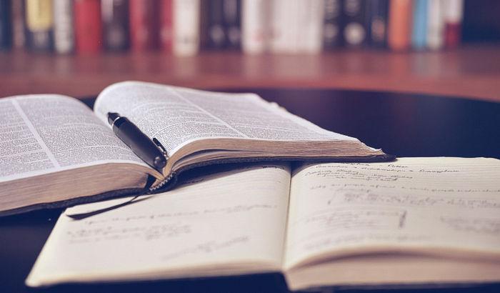 Unsere gesammelte Fachliteratur umfasst historische Fachbücher, Fachzeitschriften, Firmenschriften und Beschreibungen der Kälte- und Klimatechnik.